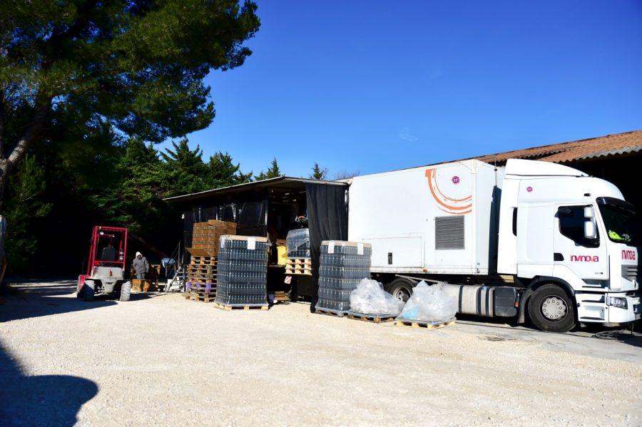 ワインの瓶詰めを行える機械を搭載したトラックです。